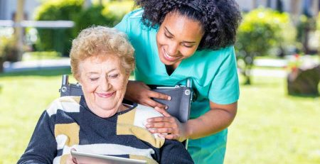 When should the elderly not live alone?